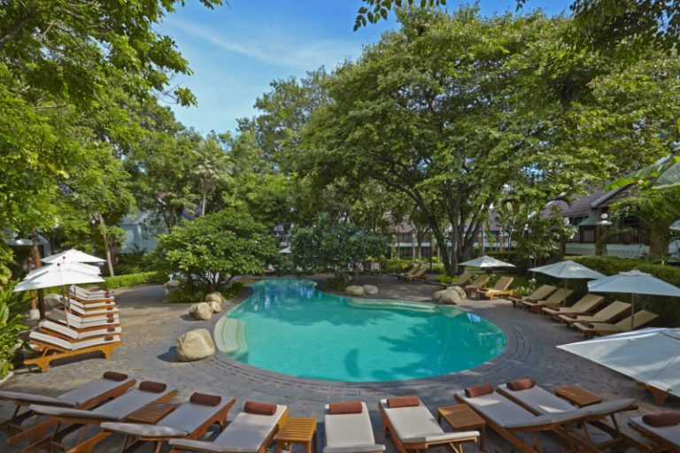 Woodlands Suites Service Residence : Garden Pool With Children Slider