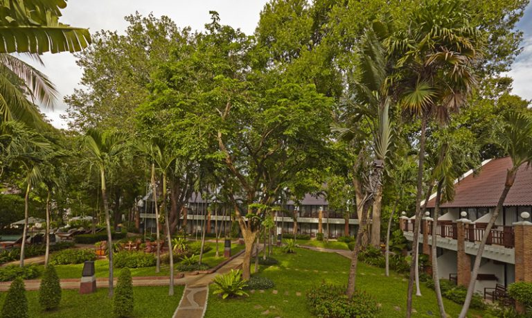 Woodlands Suites Service Residence : Tropical Garden