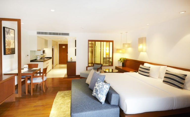 Woodlands Suites Service Residence : Deluxe Studio Room