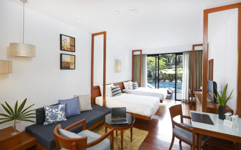 Woodlands Suites Service Residence : Premier Pool Studio Room